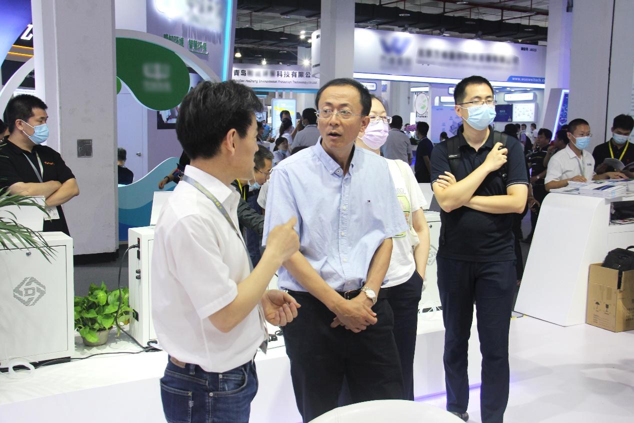 中国环境监测总站吴季友书记莅临展台