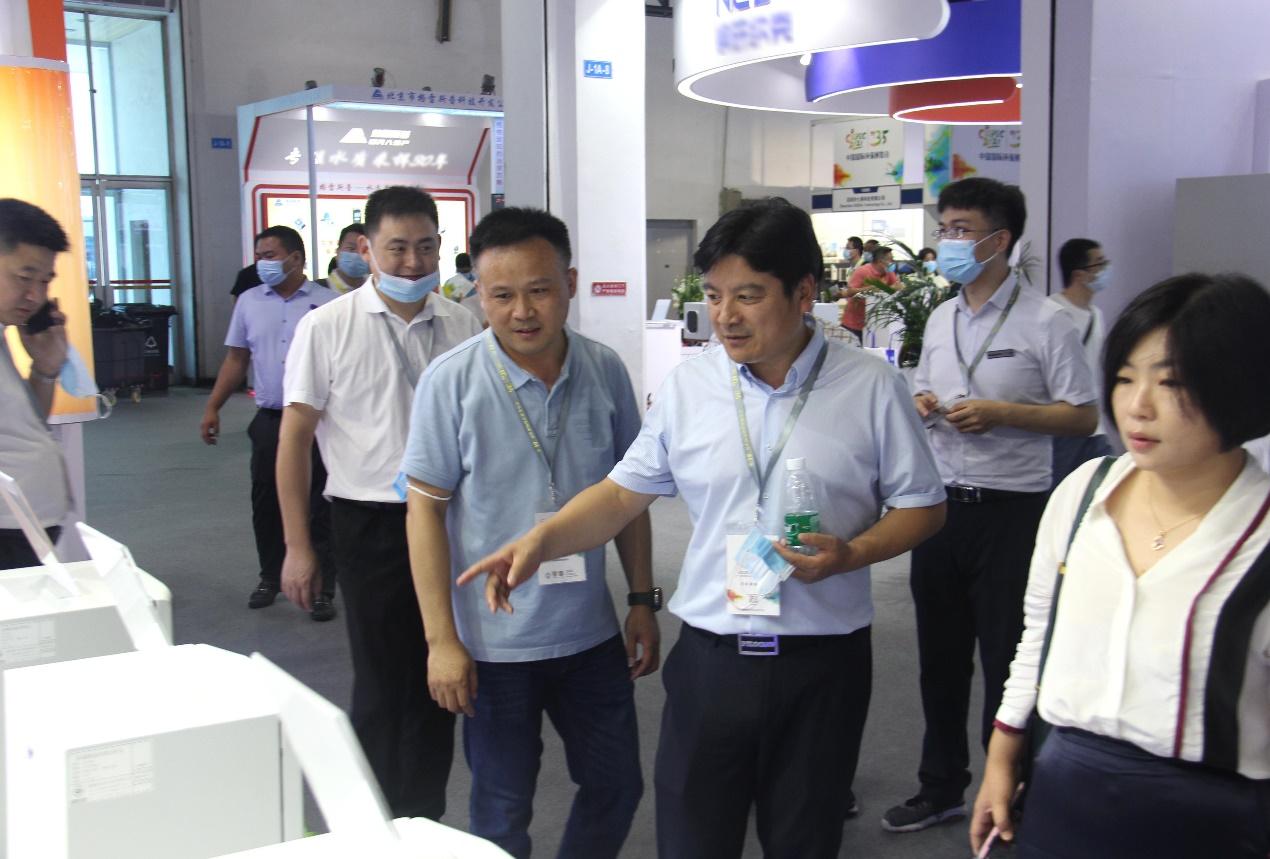 中国环境监测总站陈传忠主任莅临展台